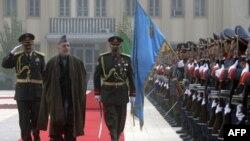 کرزی طالبان را به خلع سلاح تشویق می کند