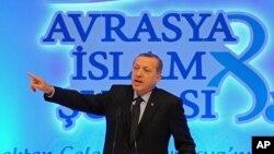 土耳其埃尔多安在伊斯坦布尔对来自欧洲的穆斯林宗教领袖发表讲话。(2012年11月19日)