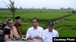 Presiden Joko Widodo di Tegal Jawa Tengah, Senin 15 Januari 2018, berharap kerjasama antara pemerintah dan DPR akan semakin baik dibawah kepemimpinan Bambang Soesatyo. (Foto: Biro Pers Istana)