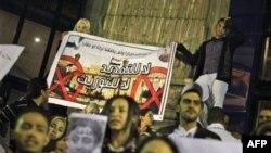 Hàng trăm ủng hộ viên của đảng Huynh đệ Hồi giáo đi tuần hành phản đối kết quả cuộc bầu cử ở trung tâm thủ đô Cairo, ngày 29/11/2010