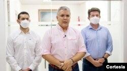 El presidente de Colombia, Iván Duque (centro) junto a sus ministros del interior y de defensa. [Foto: Cortesía Presidencia de Colombia]