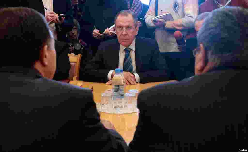 Rossiya Tashqi ishlar vaziri Sergey Lavrov Suriya muxolifatchilari bilan. Moskva, 11-mart