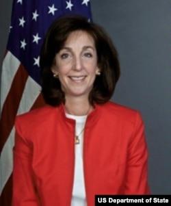 美国国务院助理国务卿罗伯塔•雅各布森 (照片来源:美国国务院)