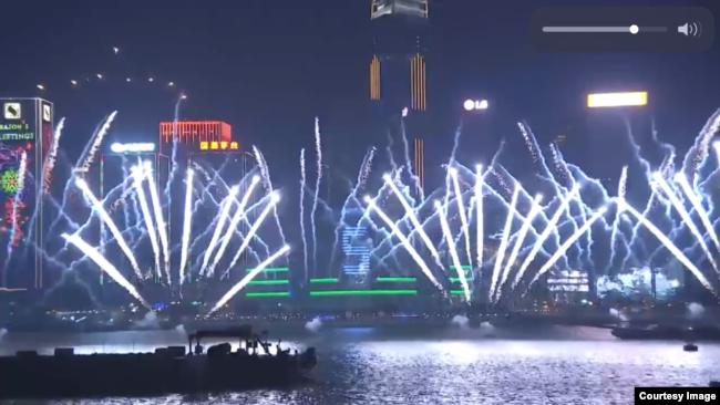 香港维多利亚港迎接2019年烟花表演(香港旅游发展局网站截图)
