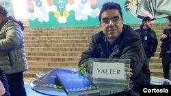 """Valter Aguiar, autor do livro """"O Rádio Internacional: das Ondas Curtas à Internet"""""""