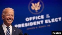 Le président élu américain Joe Biden s'exprime dans son quartier général de transition à Wilmington, Delaware, le 10 novembre 2020.