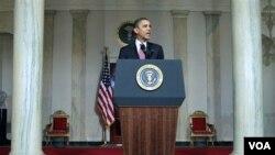 Presiden AS Barack Obama memberikan pernyataan atas mundurnya Presiden Mesir Hosni Mubarak di Gedung Putih, Jumat (11/2).