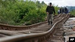 ေေဘာ့စ္နီးယား၊ ဆာရာေယဗိုမွာ ရလႊမ္းမိုးမႈေၾကာင့္ ပ်က္စီးသြားတဲ့ မီးရထားလမ္းျမင္ကြင္း (ေမ ၁၇၊ ၂၀၁၄)