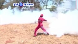 VOA60 DUNIYA: ZIMBABWE Yan Sandan Kwantar da Tarzoma Sun Harba Yajin Mai Sa Kwalla Akan Masu Zanga Zanga da ke Bore