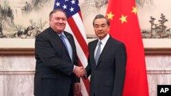 دیدار مایک پمپئو وزیر خارجه آمریکا با وانگ یی وزیر امور خارجه چین در پکن - ۸ اکتبر ۲۰۱۸