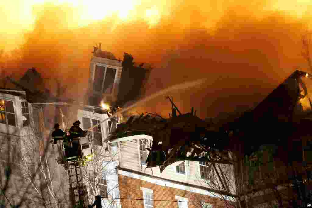 Firefighters put out an apartment complex fire in Edgewater, New Jersey, Jan. 21, 2015.