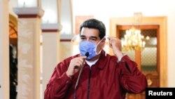 馬杜羅戴著口罩參加會議。(2020年3月13日)