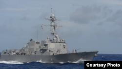 美军杜威号军舰2014年10月10日在太平洋巡航 (美国海军照片)