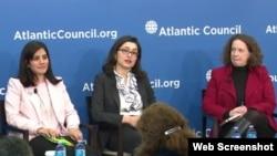به ترتیب از چپ: سارا وخشوری، گلی صباحی و سوزان مالونی در نشست اندیشکده شورای آتنلاتیک - ۲۰ بهمین ۱۳۹۴