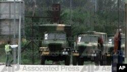 一队驻香港的人民解放军的军车 (资料照片)