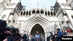 Doanh nhân Gina Miller phát biểu bên ngoài Tòa án Tối cao Anh sau phán quyết của tòa về Brexit, London, 3/11/2016.