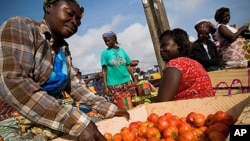 A vendor sorts tomatoes at the Agbogboloshie food market in Accra, Ghana, FILE June 6, 2008.