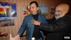 დიმიტრი სანაკოევის (მარცხნივ) მთავრობა მისმა ძმამ ვლადიმერმაც (მარჯვნივ) დატოვა