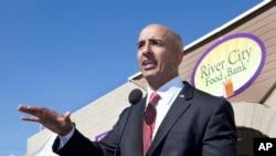 El candidato republicano a gobernador de California, Neel Kashkari, pasó una semana viviendo como una persona sin hogar en Fresno.