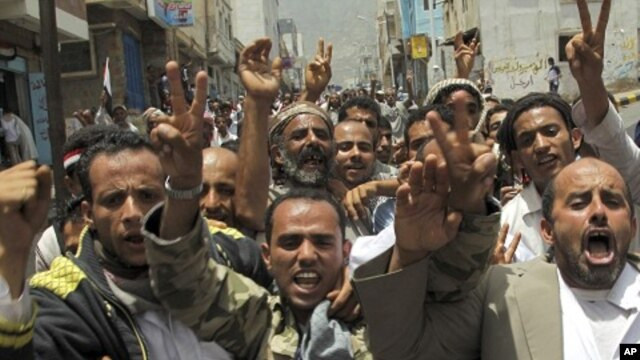 Anti-government protesters shout slogans during a demonstration to demand the ouster of Yemen's President Ali Abdullah Saleh in the southern city of Taiz , June 17, 2011