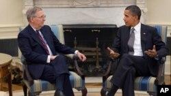Сенатор Митч Макконнелл и президент США Барак Обама (архивное фото)