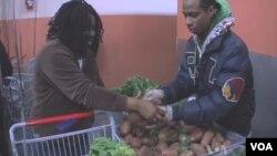 Amerika'da yoksullar gıda sıklıkla gıda bankalarının yardımına başvuruyor