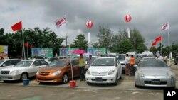 ရန္ကုန္ၿမိဳ႕ Myanmar Convention Center မွာလုပ္တဲ့ ကားအေရာင္းျပပြဲတခု။ (စက္တင္ဘာ ၆၊ ၂၀၁၂)