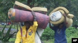 Des civils fuyant les violences au Nord-Kivu