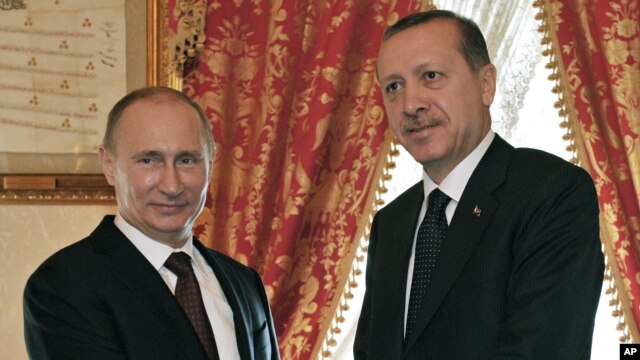 Ruski predsednik Vladimir Putin i turski premijer Redžep Tajip Erdogan u Istanbulu, 3. decembar 2012.