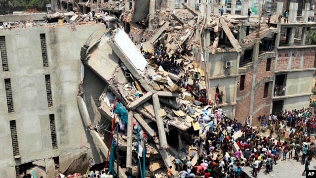People and rescuers gather after an eight-story building housing several garment factories collapsed in Savar, near Dhaka, Bangladesh, April 24, 2013.