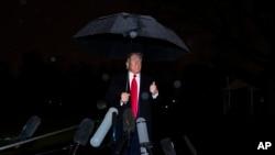 美国总统特朗普12月10日在白宫南草坪对记者讲话