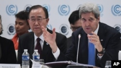 US Secretary of State John Kerry, right, speaks at a forum on the outskirts of Paris as UN Secretary General Ban Ki-moon looks on, Dec. 8, 2015.