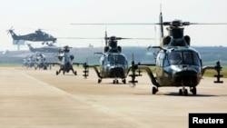 2013年9月1日天津空港经济区滨海新区: 中国武直9军用直升机参加飞行预演