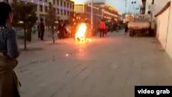 2016年12月8日扎西熱丹在曲瑪縣自焚抗議而死。