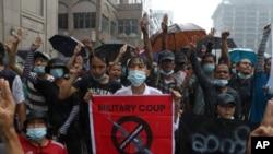 缅甸仰光民众走上街头,抗议军政府统治(2021年4月30日)