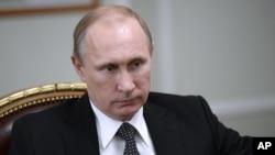 Tổng thống Nga Putin cáo buộc chính các nước Tây phương đã làm cuộc giao tranh lan tràn ở miền đông Ukraine.