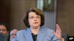 范斯坦参议员在国会作证(资料照片)