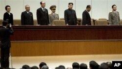 Ông Kim Jong Un chủ trì buổi lễ kỷ niệm giỗ đầu của thân phụ Kim Jong Il ở Bình Nhưỡng, ngày 16/12/2012.