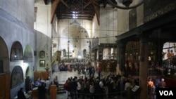 Para peziarah mengunjungi kota kelahiran Yesus di Bethlehem, Tepi Barat (foto: dok).