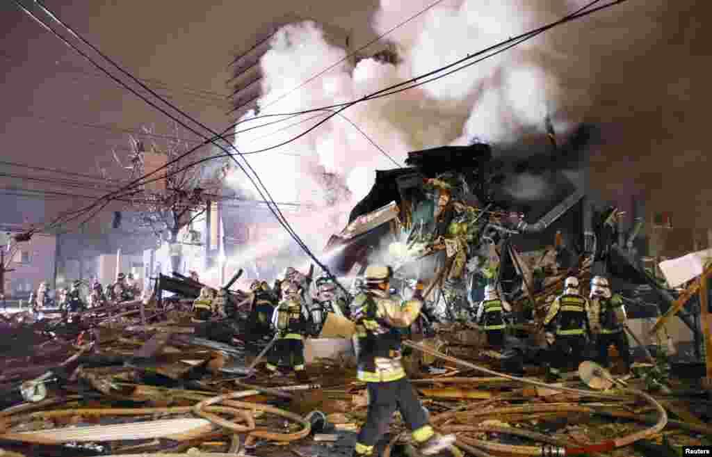 منابع محلی می گویند آتش سوزیناشی از انفجاری در یک ساختمان تجاری در شهر ساپورو در شمالژاپن بیش از ۴۰ نفر را مجروح کرد.