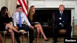 Ông Trump trong cuộc gặp tại Nhà Trắng hôm 21/2.