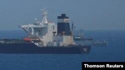 ເຮືອລຳລຽງນ້ຳມັນທີ່ເອີ້ນວ່າ supertanker Grace 1 ທີ່ເຫັນໃນນ່ານນ້ຳທີ່ເປັນອະທິປະໄຕຂອງອັງກິດ ໃນ Gibraltar.