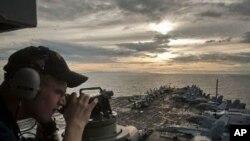 卡爾.文森號航母2011年5月28日靠近菲律賓蘇里高海峽﹐進入第七艦隊防區(美國海軍圖片)