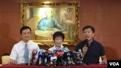 台灣國民黨準總統參選人洪秀柱(中)在記者會上(美國之音楊明拍攝)