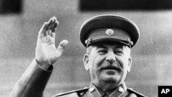 İosif Stalin Moskvada 1946-cı il 1 May paradı zamanı