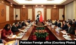 بیجنگ میں پاکستانی وزیر خارجہ شاہ محمود قریشی اور ان کے چینی ہم منصب کے درمیان مذاکرات۔ 9 اگست 2019