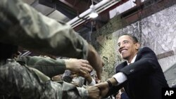 지난 2009년 방한해 오산미공군 기지를 방문한 오바마 미국 대통령 (자료사진).