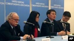 지난해 12월 유엔 안보리 북한인권 논의에 앞서 북한 요덕관리소 출신 탈북자 정광일 씨(왼쪽 3번째)와 미국에 정착한 탈북자 그레이스 조 씨(왼쪽 2번째)가 뉴욕 유엔본부에서 기자회견을 하고 있다. (자료사진)