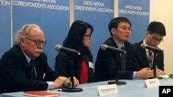 지난해 12월 북한 요덕관리소 출신 탈북자 정광일 씨(왼쪽 3번째)와 미국에 정착한 탈북자 그레이스 조 씨(왼쪽 2번째)가 뉴욕 유엔 본부에서 열린 안보리 북한인권 논의에 앞서 기자회견을 하고 있다. (자료사진)