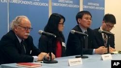 북한 요덕관리소 출신 탈북자 정광일 씨(왼쪽 세번째)와 미국에 정착한 탈북자 그레이스 조 씨(왼쪽 두번째)가 지난해 12월 미국 뉴욕의 유엔 본부에서 북한인권 상황에 관한 기자회견을 하고 있다. (자료사진)